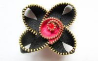 Brosa Vartej - fermoar negru roz