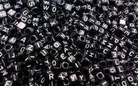 Margele negre litere alfabet mix cub 6 mm 100 buc