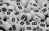 Margele acril alfabet albe litera B rotunde 100buc