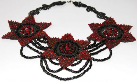 """Colier """"Red and Black around my neck"""""""