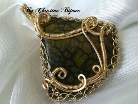 """""""Mistique"""" - Dragon Veins Agate  gold plated wire"""