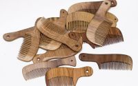 Pieptene din lemn cu maner