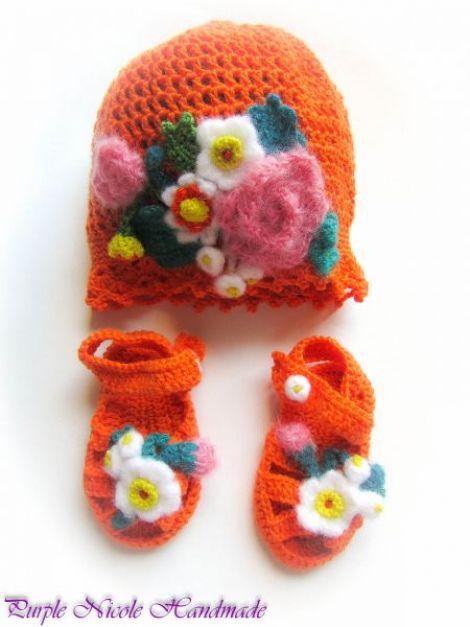 Lizuca - set caciulita sandale crosetate cu flori