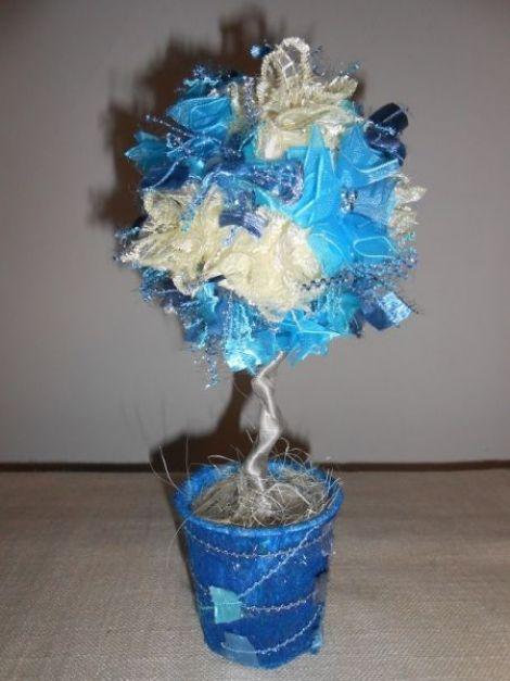 Aranjament cu flori albastre