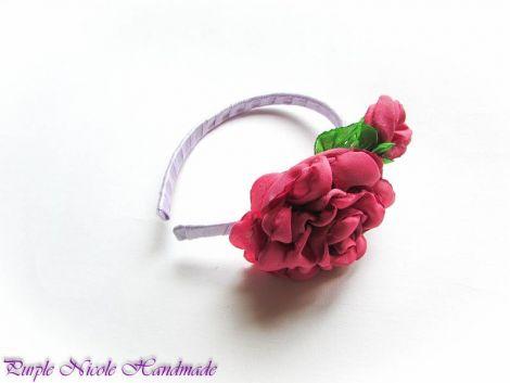 Lola - cordeluta trandafir boboci frunze satin