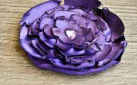 Floare mov cu inimioara