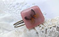 Bratara sticla roz cu fluturas