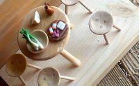 Masa rotunda cu scaune in miniatura