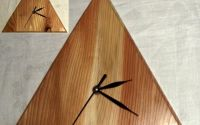 Ceas de perete din lemn - triunghi