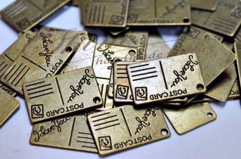 Charm carte postala bronz antichizat