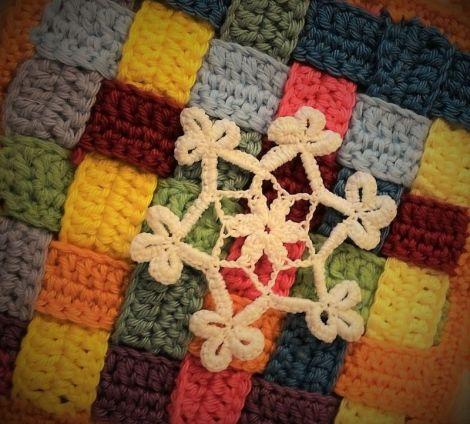 Decoratiune crosetata fulg alb 3