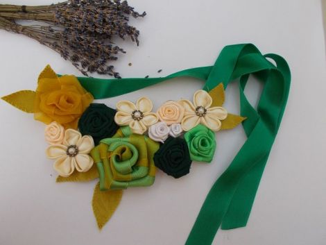 Colier green and yellow roses m30