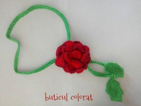 Colier bratara trandafir crosetat