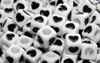 15 buc margele acril albe inima neagra cub 7mm