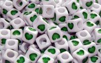 15 buc margele acril albe inima verde cub 7mm