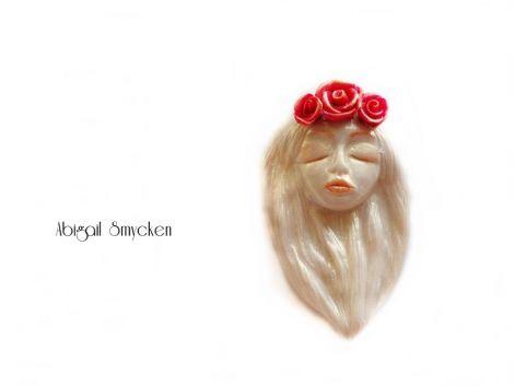 Pandantiv Boho - alb perla si trandafiri rosii