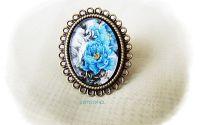 inel cu flori albastre