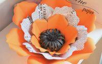Floare hartie portocalie si imitatie hartie ziar