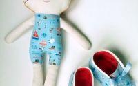 Set bebe jucarie + botosei nou nascut