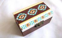 Cutie lemn cu motiv traditional