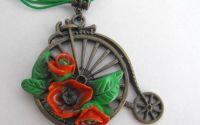 Bicicleta inflorata -  colier argila polimerica