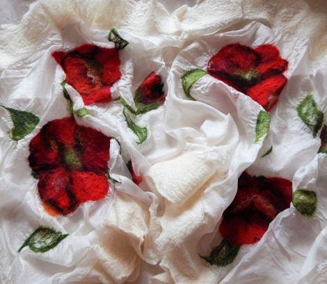 esarfa din matase naturala cu flori impaslite