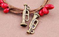 Charm trompeta bronz antichizat