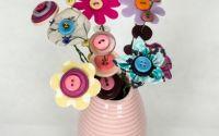 vaza cu flori handmade din nasturi si textil