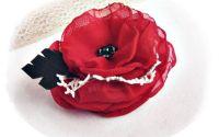 brosa floare dantelata rosie