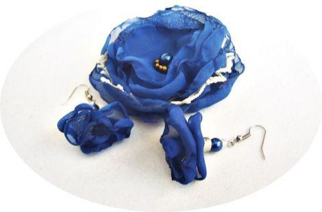 set cu flori albastre