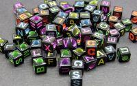 100buc Margele negre litere colorate mix cub 6 mm