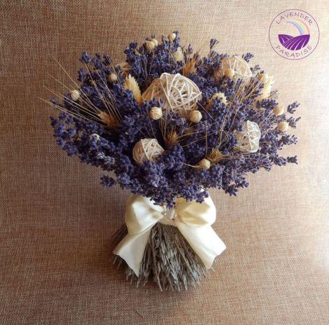 Buchet de mireasa cu lavanda si alte flori uscate