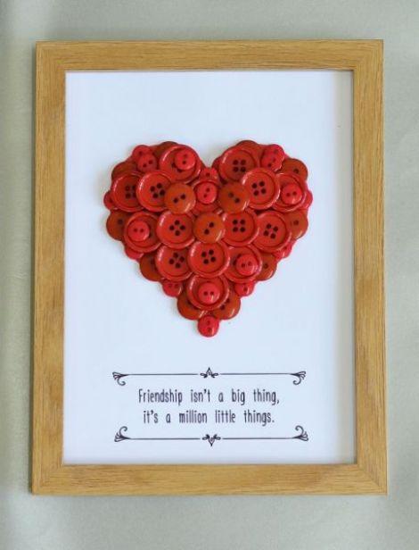 tablou mesaj despre prietenie si inima din nasturi