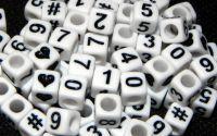 100 buc margele cifre plastic cub albe mix