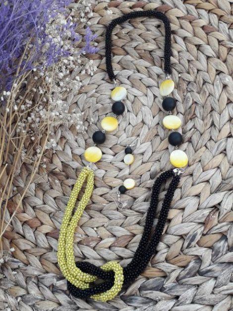 Colier innodat galben cu negru si discuri de sidef