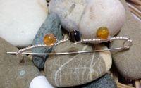 Brosa handmade din sarma gilt si agate