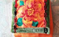 geanta portocalie cu floare in tablou