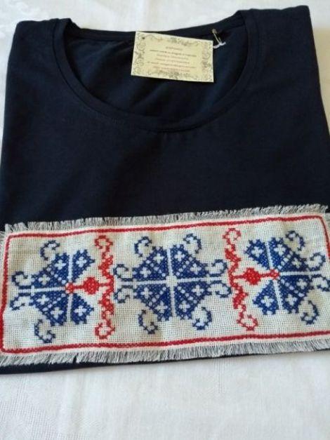 Tricou cu model traditional