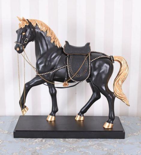 Statueta cu un cal negru