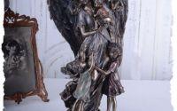Statueta cu un inger pazitor