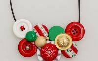 colier handmade din nasturi culorile craciunului
