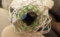 Inel handmade din sarma gilt si cristale