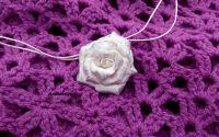 Rose colier din lut polimeric