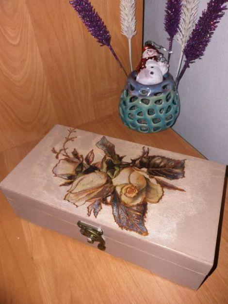 Cutie din lemn natur pictat