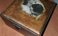 Cutie din lemn pictat