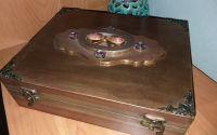 Cutie din lemn pictat manual