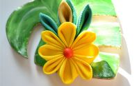 Agrafa cu floare galbena