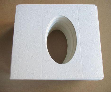 Cutii martisor  alb cu model x50buc