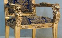 Fotoliu Empire din lemn auriu cu capete de leu