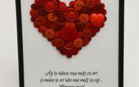 tablou cu mesaj motivational cu inima din nasturi